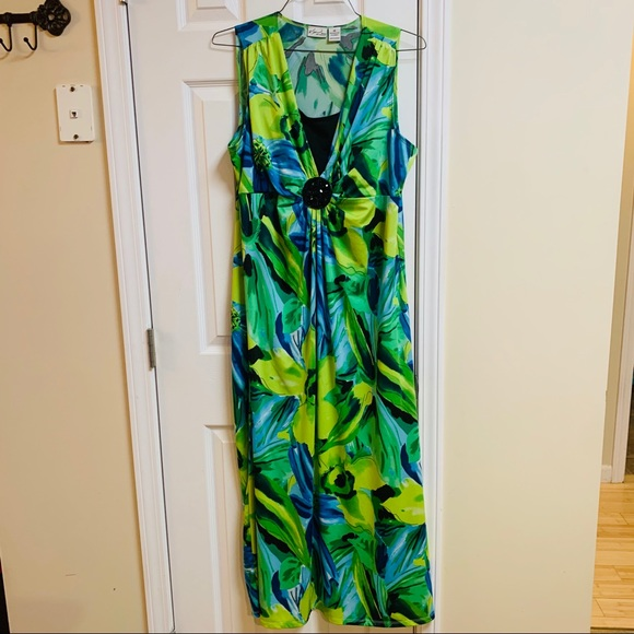 Kim Rogers Dresses & Skirts - Kim Rogers V Neck with attached Cami look floral